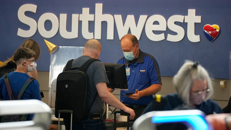 Southwest Airlines offers extra pay to vaccinated employees