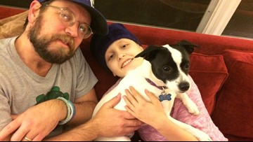'He's making people's days': Dad volunteers at hospital where daughter had chemo