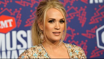 Carrie Underwood given cheese sculpture of herself during tour stop