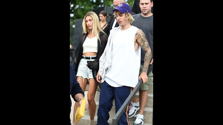 Hailey Baldwin says it's not true that she and Justin Bieber tied the knot at a New York court house Thursday.