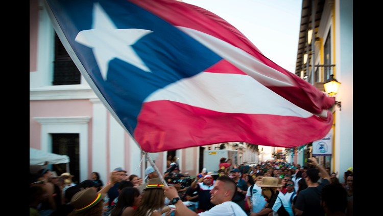 A police officer has resigned after facing criticism for failing to help a Latina woman who was being harassed for wearing a Puerto Rico shirt.