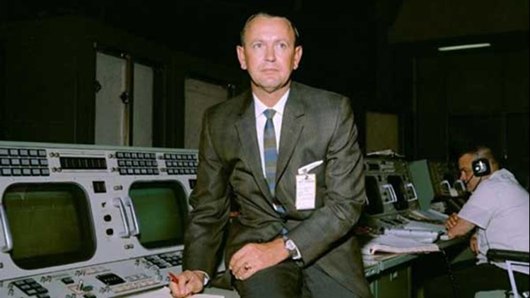 First NASA Flight Director Chris Kraft Dies at 95