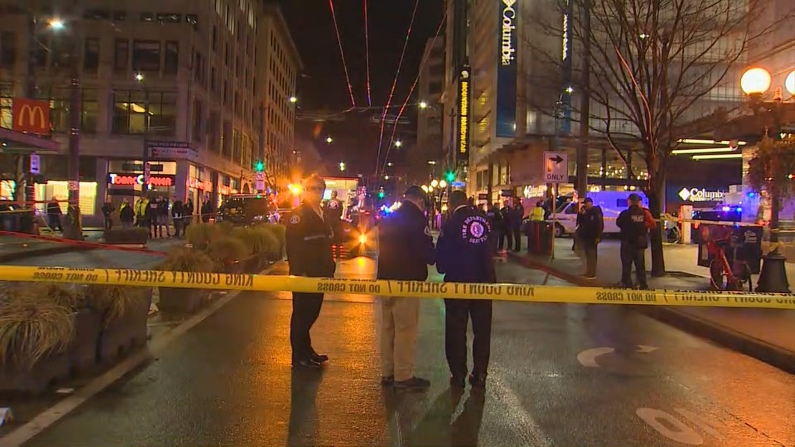 1 dead, 7 hurt, including child, in Seattle shooting; suspects at large