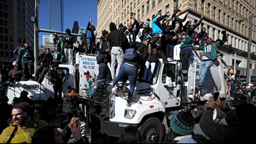 Philadelphia, Eagles fans celebrate 1st Super Bowl title with parade