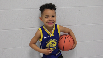 Charlotte 3-year-old stuns with shots on basketball court