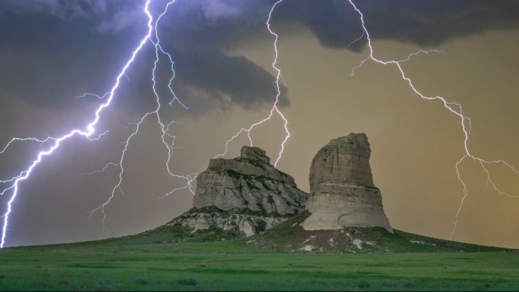 Amazing Photos Of A Lightning Storm On The Nebraska Panhandle