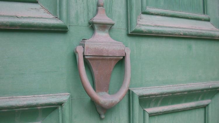 Door-To-Door Scams: Spotting What's Real, What's Fake