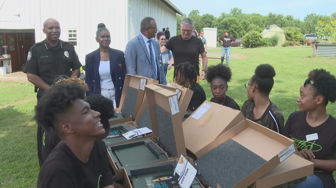 GPD Chief James surprises teens with laptops