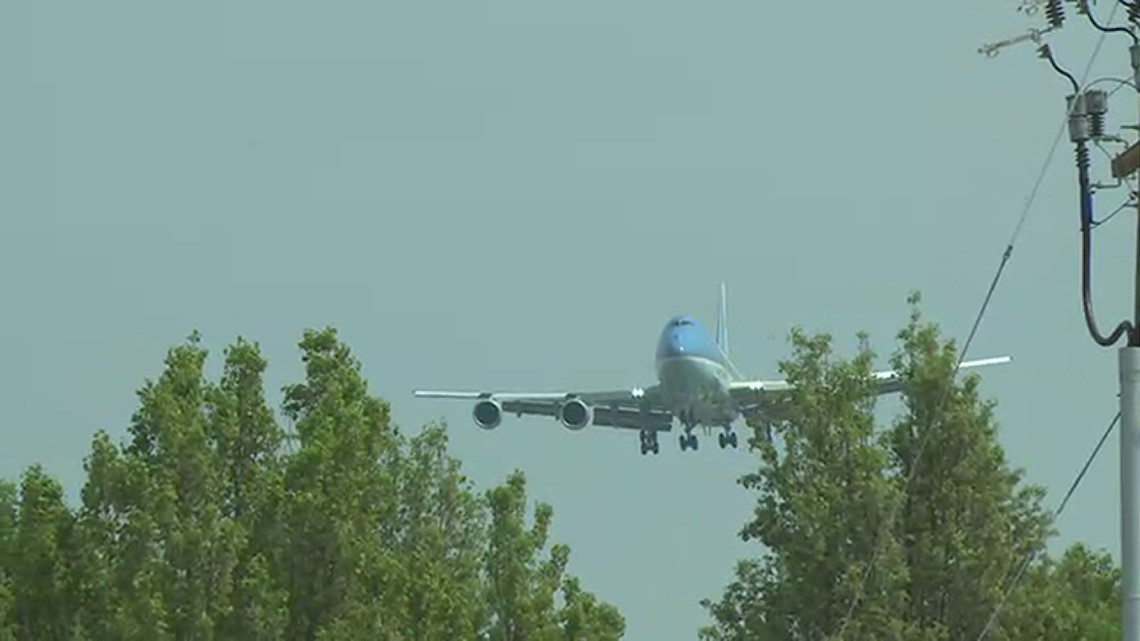 RAW VIDEO: Air Force One aircraft practicing touch and goes at PTI Airport