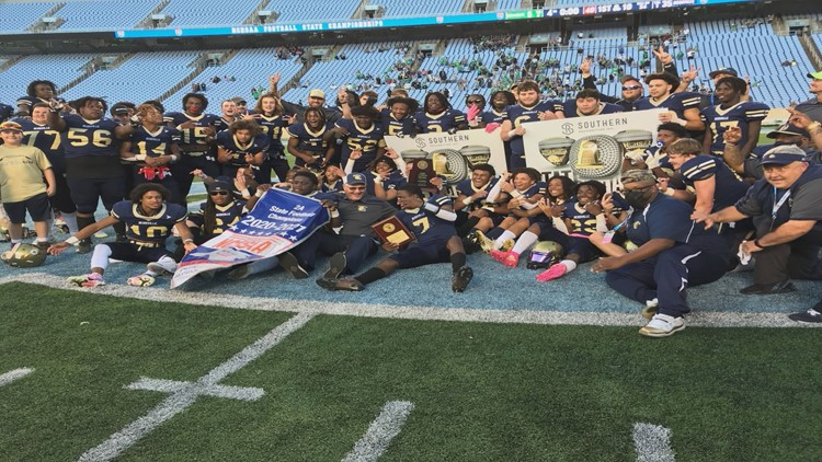 Reidsville routs Mountain Heritage 35-6 to win third straight title