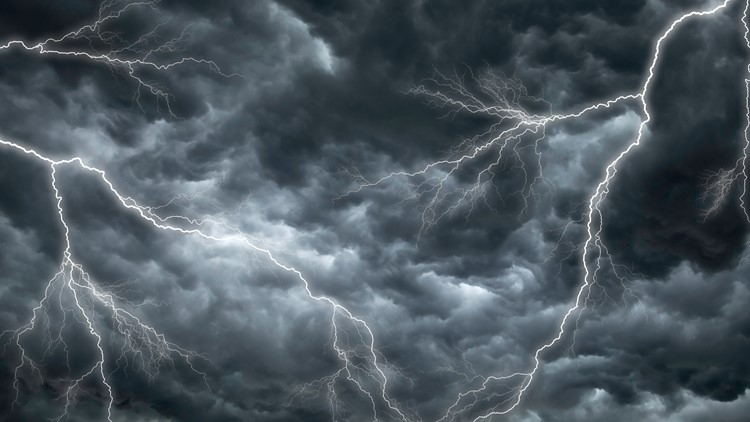 RAW: Crazy lightning during a storm