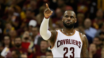 LeBron James calls President Trump a 'bum' for rescinding Golden State Warriors' White House invite