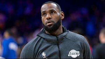 Emotional LeBron James seen exiting Lakers' plane after Kobe Bryant's death