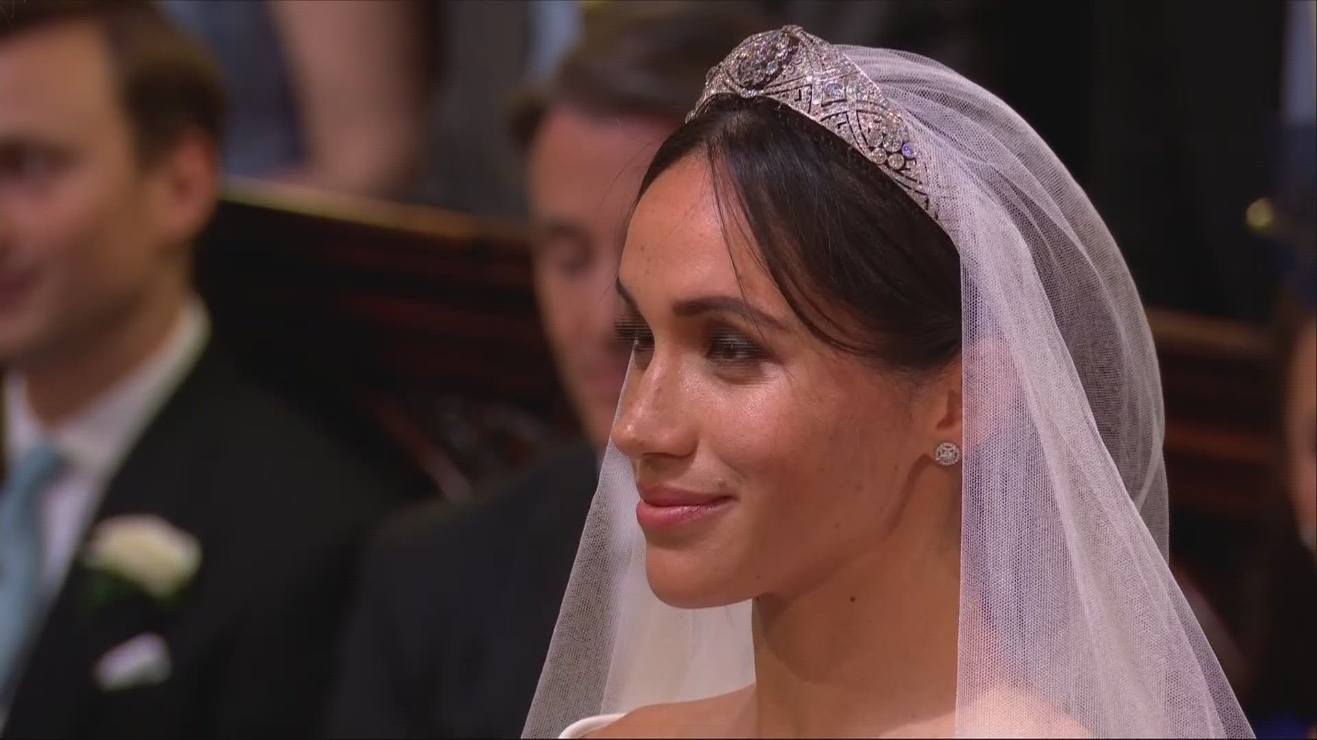 Meghan Markle Wears Stunning Givenchy Wedding Dress Wfmynews2 Com